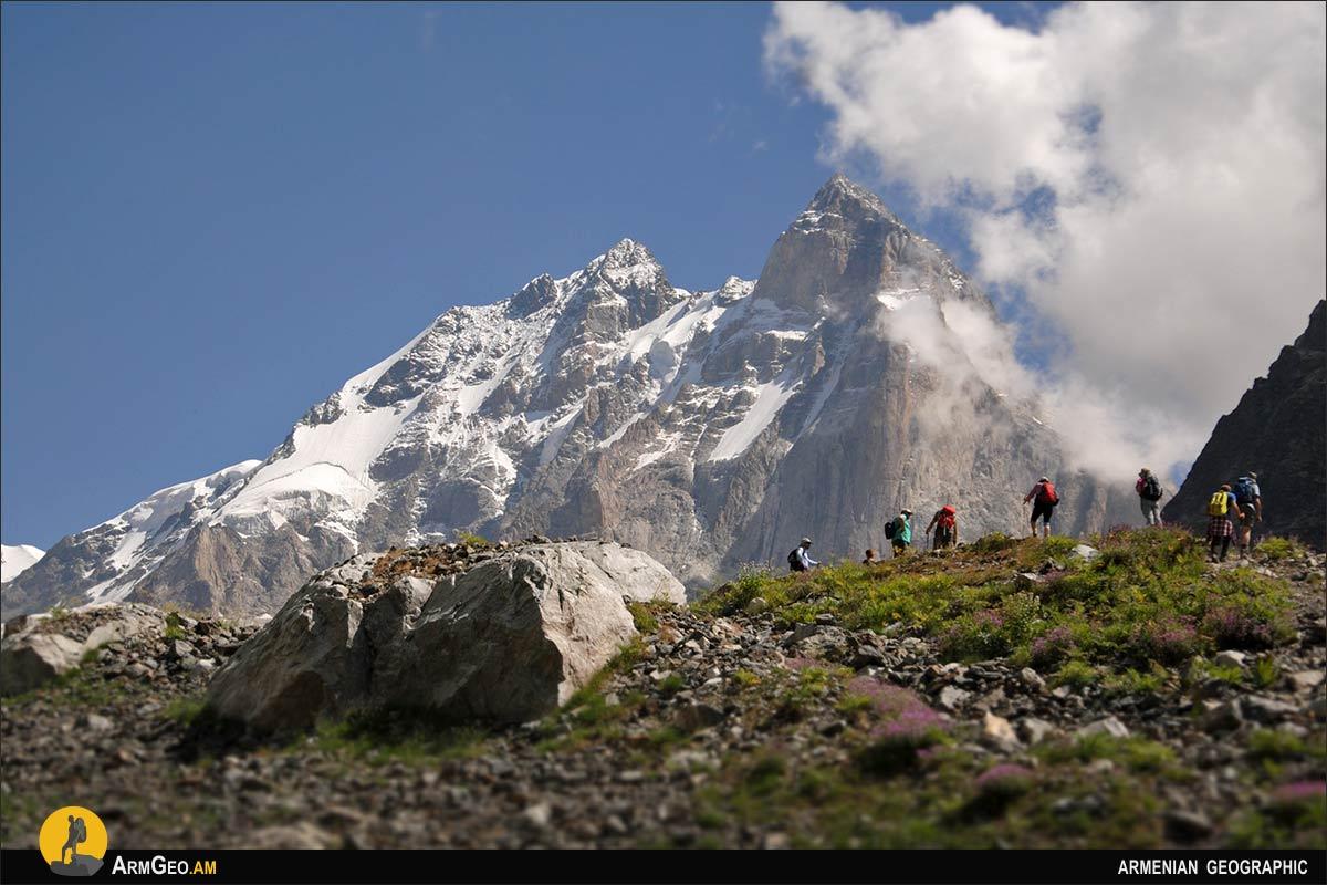 Ուշբա լեռան լանջին